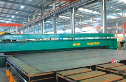 The production lines of steel plate uncoiling and leveling