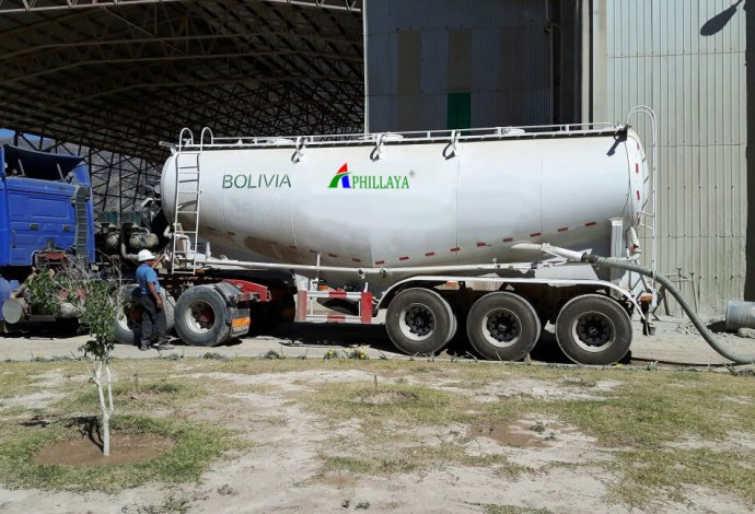 Our bulk cement tank trailer is for South America customer service